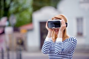 What is virtual reality technology? What are virtual reality applications? and how does virtual reality work?